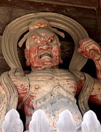独鈷杵をもつ金剛力士像